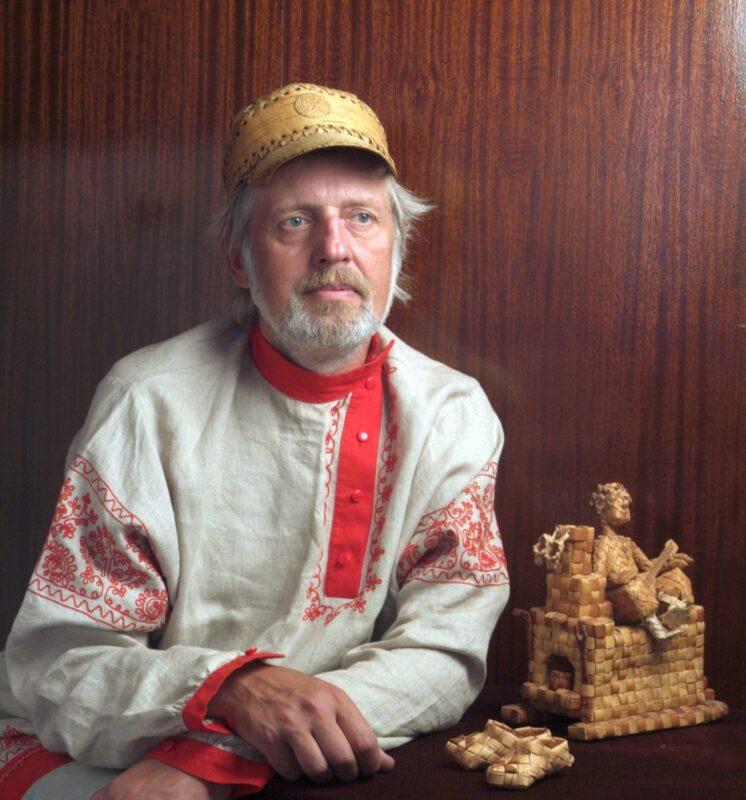 Александр Гаврилов мастер по плетению из бересты получил звание «Народный мастер-любитель Тверской области»