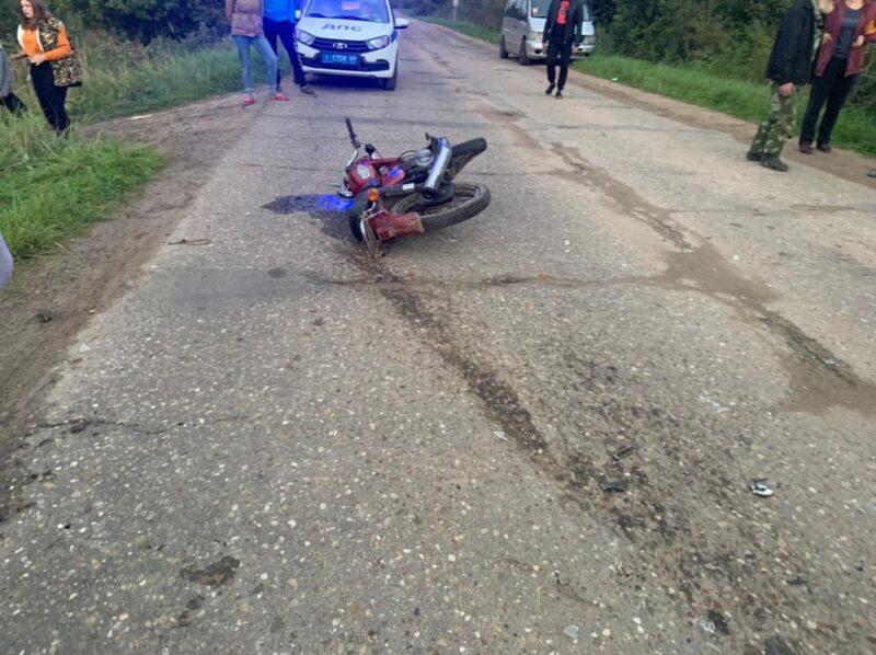 В Тверской области виновный водитель уехал с места аварии, оставив свои номера