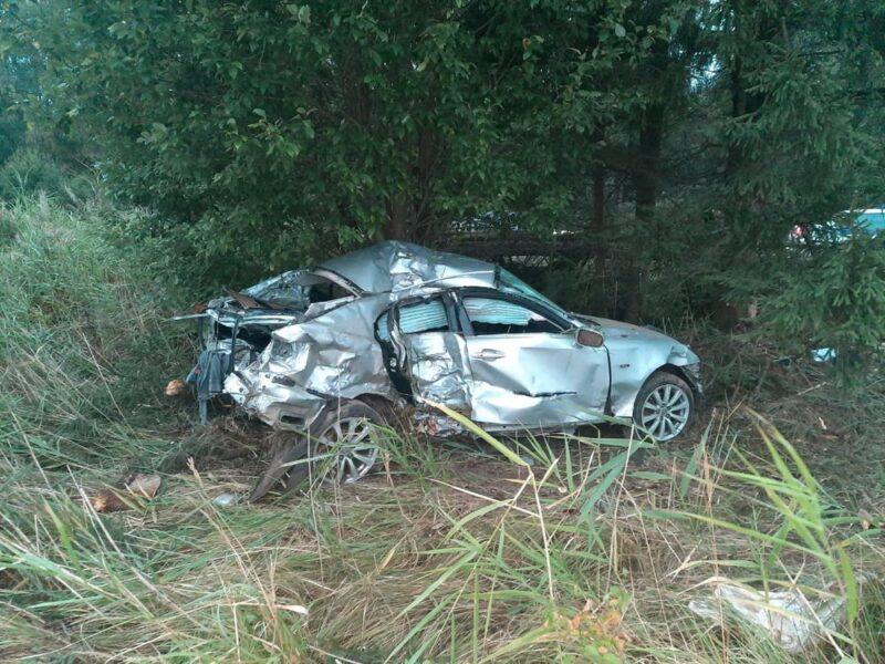 В Тверской области водитель погиб, перевернувшись на Лексусе