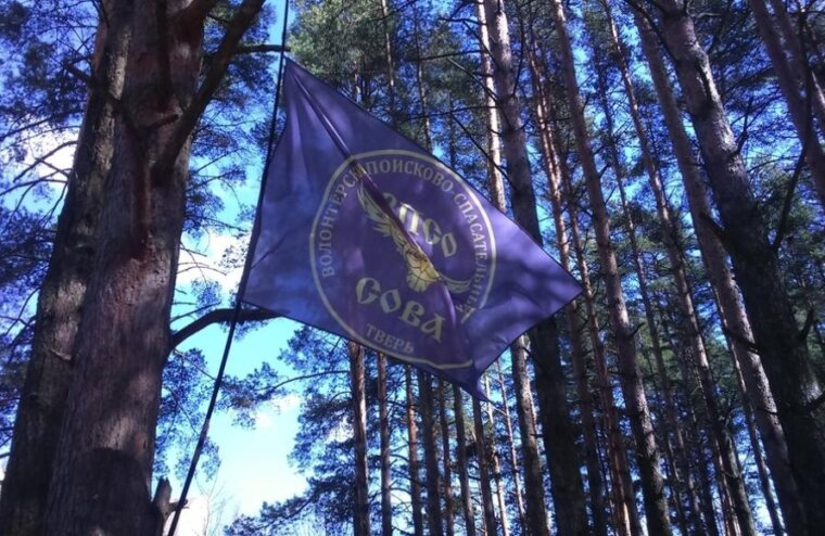 В Тверской области ищут пенсионерку в красном драповом пальто