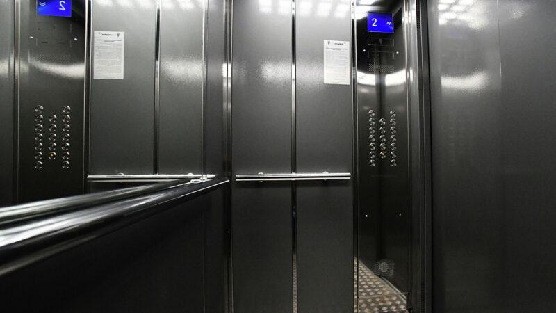 Глава региона поручил ускорить установку нового лифта в Козловской городской больнице