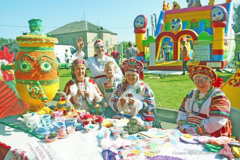 В Мокшино Тверской области для фестиваля собрали круг друзей