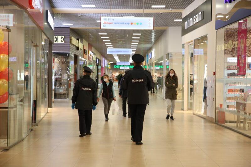 В торговом центре Твери провели рейд по контролю масочного режима