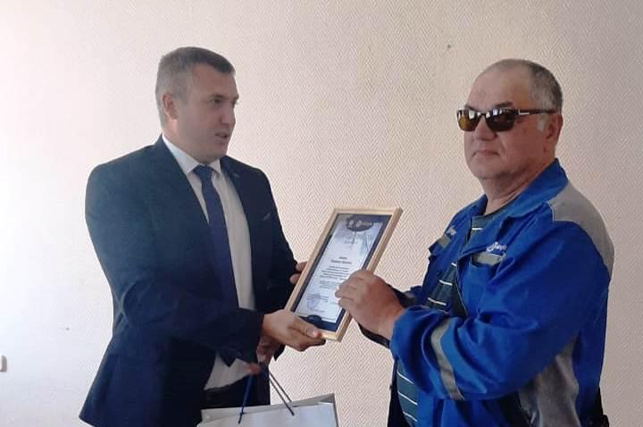 Сотрудника «Тверьэнерго» наградили за многолетнюю и добросовестную работу