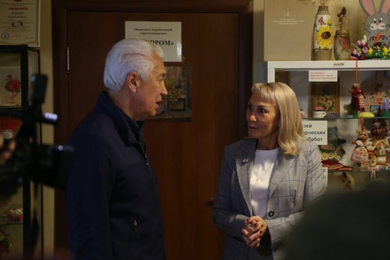 Владимир Васильев поблагодарил Марину Леонович за помощь ветеранам и инвалидам