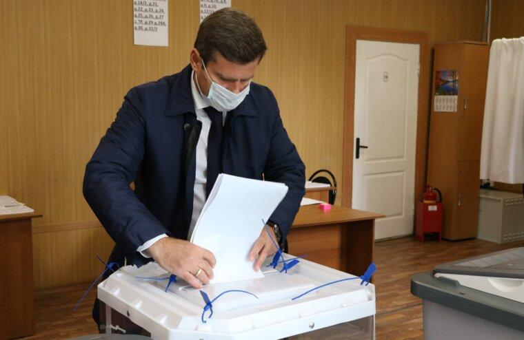 На выборах голосуют тверские депутаты и общественники