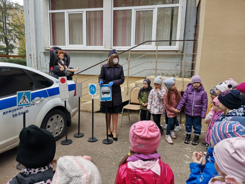 Сотрудники Госавтоинспекции Твери рассказала малышам о правилах дорожного движения