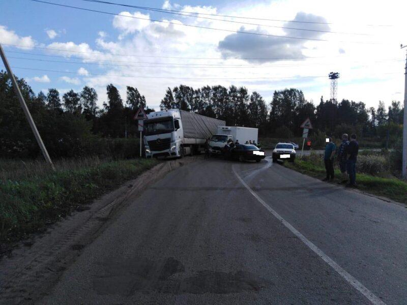 В Тверской области нетрезвый водитель иномарки столкнулся с грузовиком