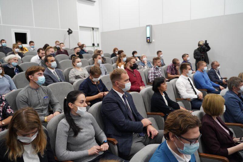 Игорь Руденя и председатель Патриаршего совета по культуре митрополит Тихон провели беседу с молодежью