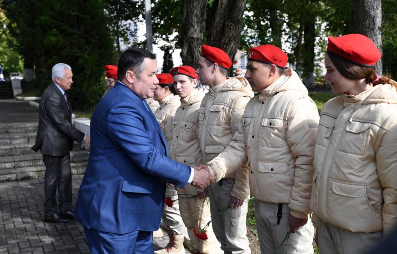 В Бологое Игорь Руденя возложил цветы к мемориальному комплексу «Вечный огонь»