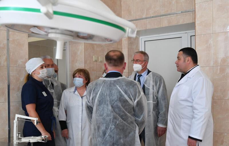 Нелидовской ЦРБ глава региона Игорь Руденя передал электрокардиограф