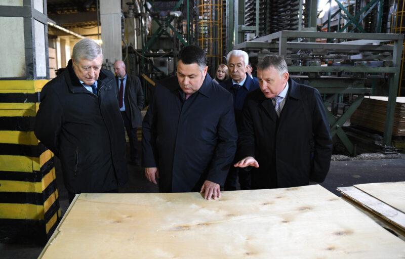 Игорь Руденя и Владимир Васильев посетили Нелидовский ДОК