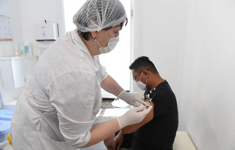 В Тверской области вакцинировались от коронавируса порядка 380 тысяч человек