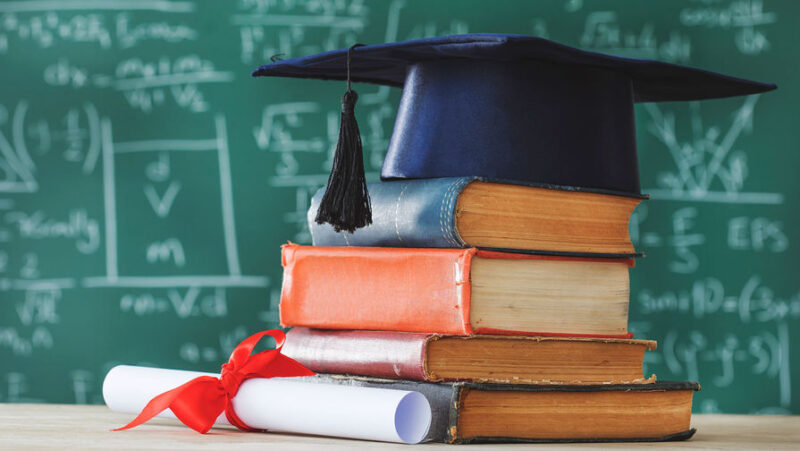 В Тверской области материально поощрят лучших учителей и воспитателей