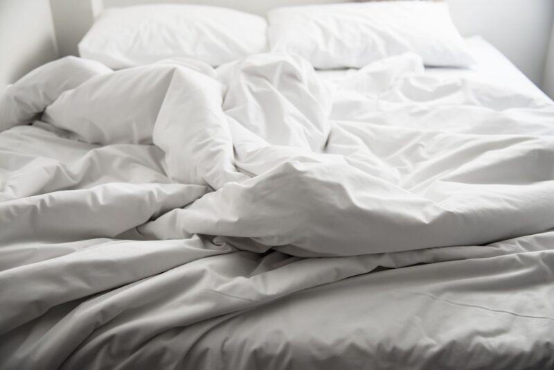 Ржевский предприниматель продавал постельное белье без соответствующей маркировки
