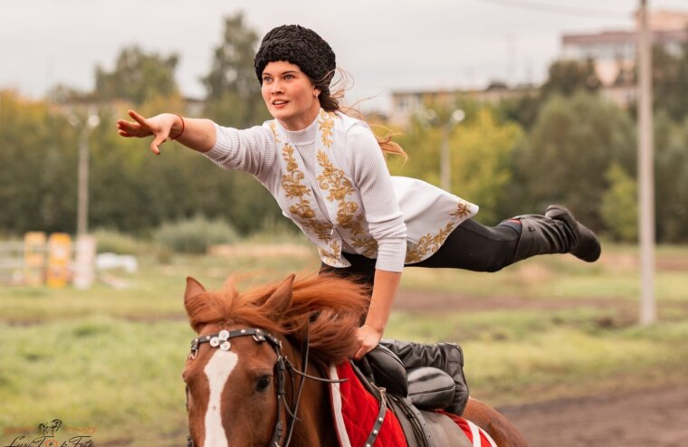 Тверской ипподром отмечает день лошади