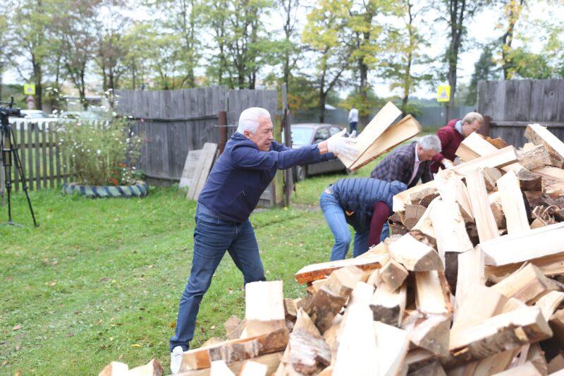Владимир Васильев проверил, как акция «Подари дрова» работает сегодня