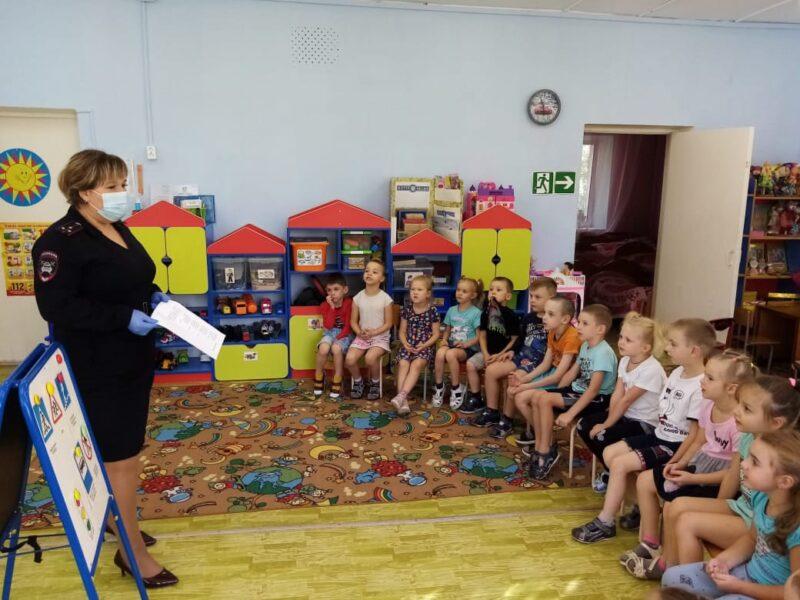 Воспитанникам ржевского детсада рассказали о правилах дорожного движения