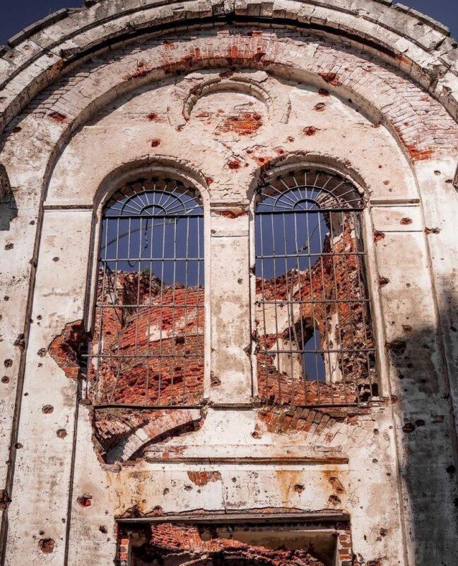 Блогер показала красоту заброшенной церкви в Тверской области