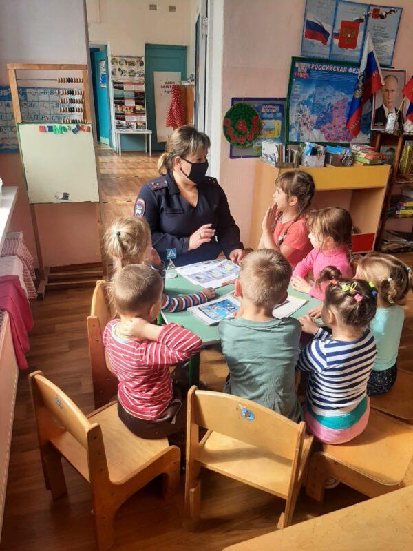 В Ржевском районе дошколятам напомнили о правилах дорожного движения