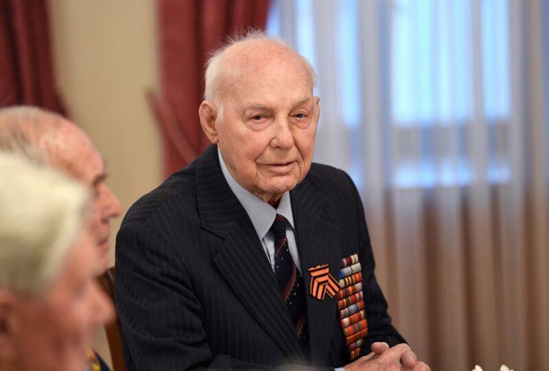 Участник Великой Отечественной войны Иван Афанасьев отмечает 96-летие
