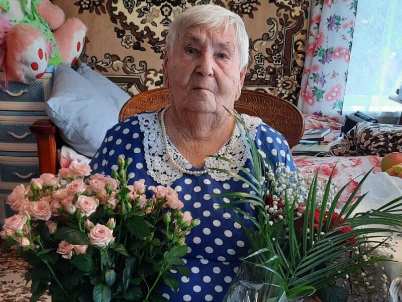 Труженица тыла Татьяна Моисеева из Калининского района отметила столетний юбилей