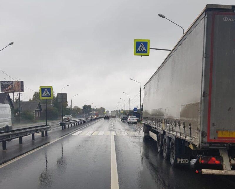 На трассе М-10 Тверской области столкнулись три транспортных средства