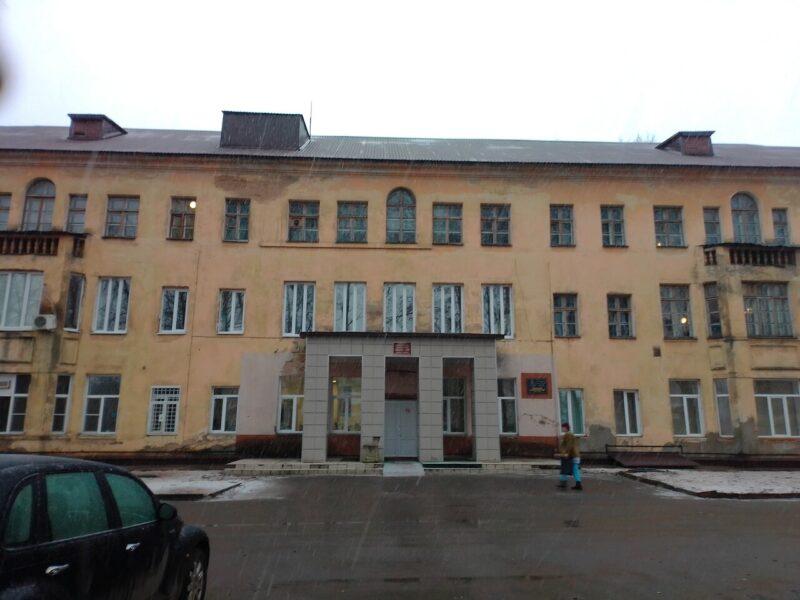 В Нелидово начался ремонт крыши центральной районной больницы
