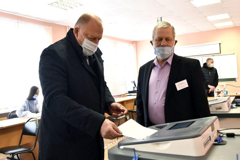 Сергей Голубев проголосовал на избирательном участке