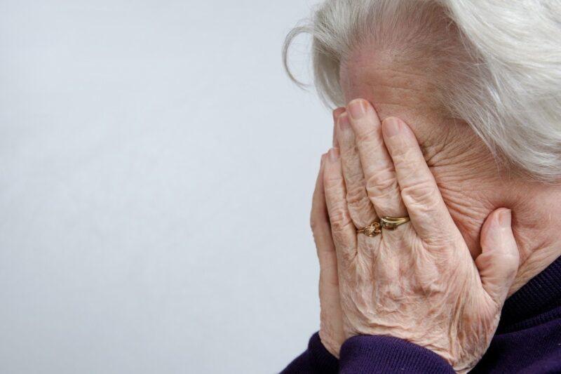 Пенсионерка из Твери перевела мошенникам 200 тысяч рублей