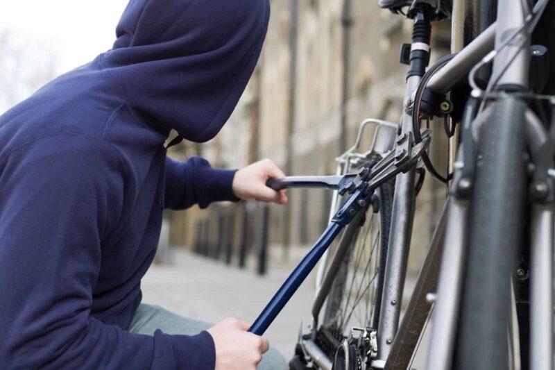 В Тверской области мужчина украл велосипед из подъезда и продал его