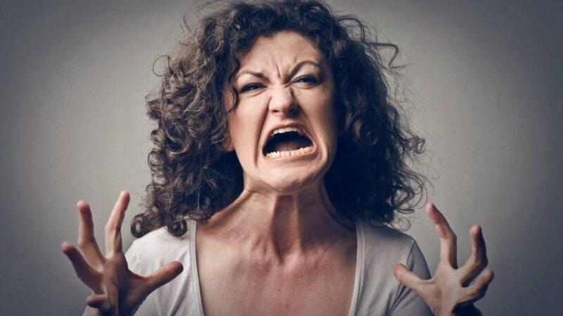 В Тверской области женщина оскорбила знакомую из-за долга и получила штраф