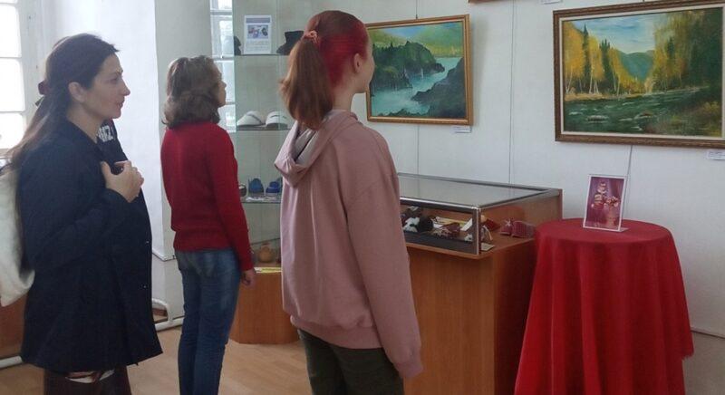 В Торопецком краеведческом музее проходит выставка живописи «Песнь малой родине. Горный Алтай.»