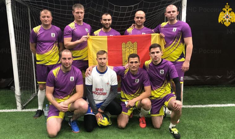 Тверские спасатели приняли участие в соревнованиях по мини-футболу в Туле