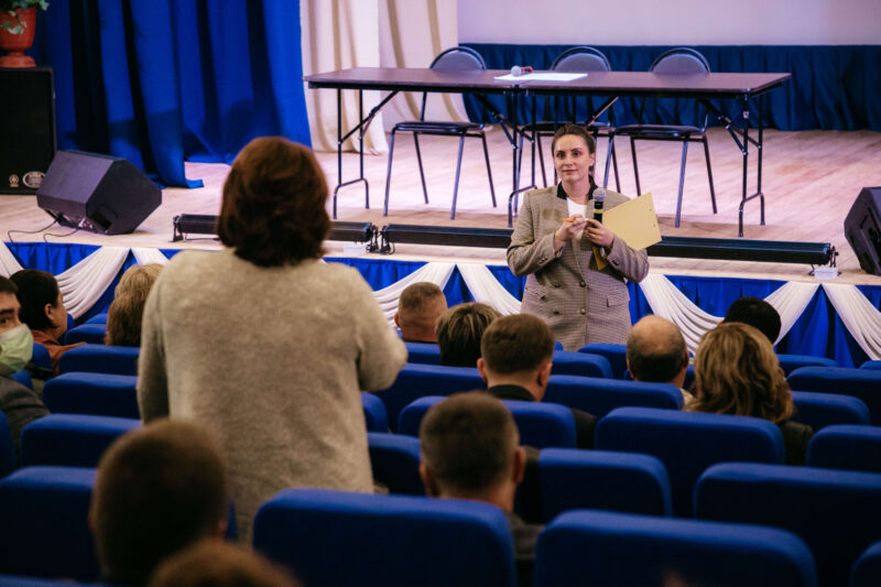 Юлия Саранова встретилась с местными общественниками в Никулино