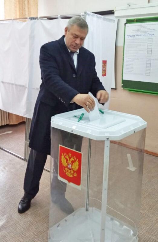 Глава Калязинского района одним из первых посетил избирательный участок