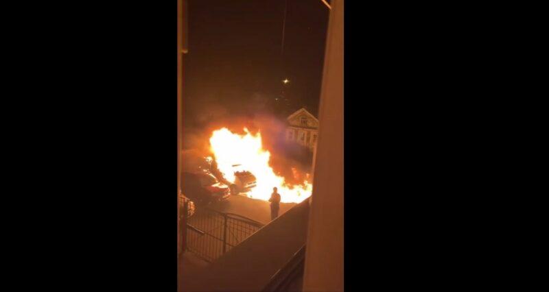 Три автомобиля пострадали от огня в Заволжском районе Твери