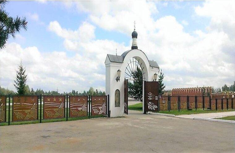 Во Ржеве со входа на кладбище украли металлические ворота