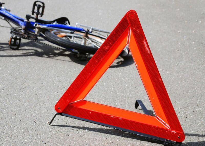 В Тверской области водитель сбил нетрезвого велосипедиста и скрылся