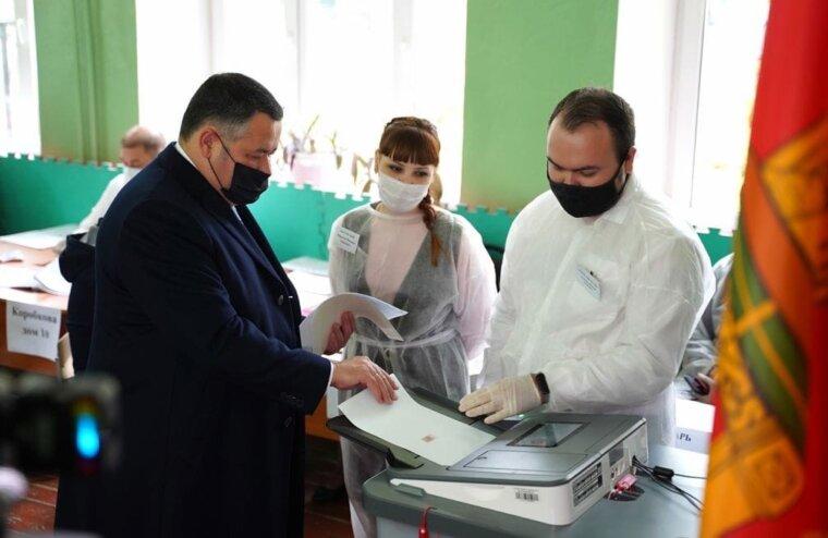 В голосовании принял участие губернатор Тверской области Игорь Руденя