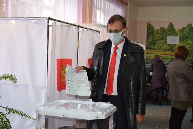 Глава Оленинского МО и председатель местной Думы проголосовали на выборах
