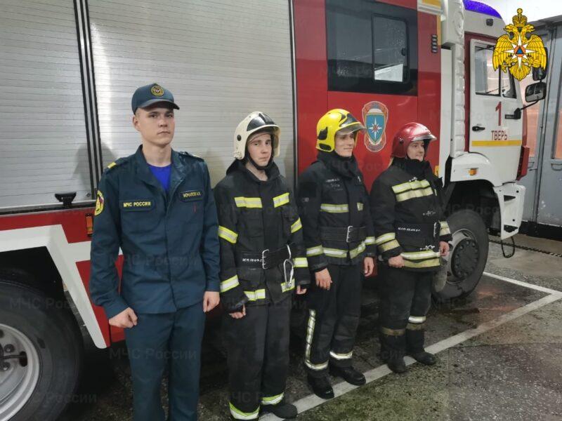 В Твери пожарные спасли женщину из огня