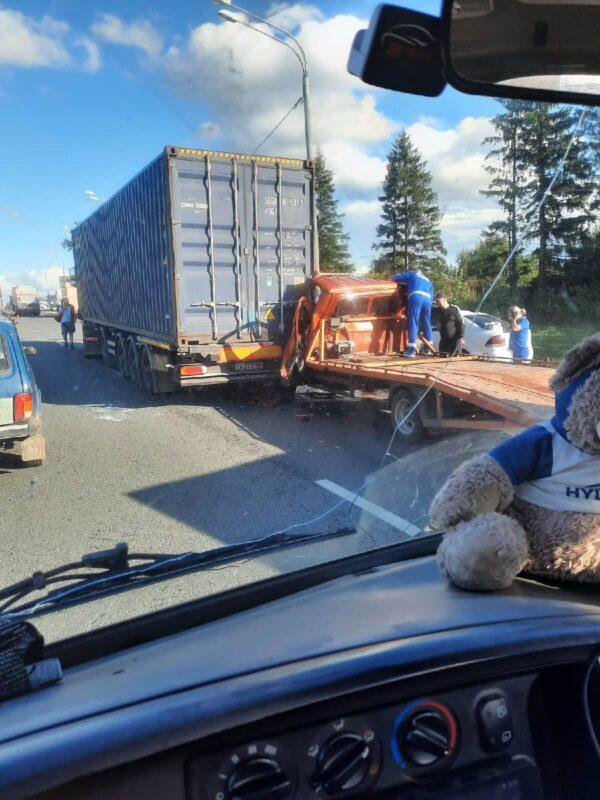 Под Тверью водитель ГАЗели получил серьезные травмы