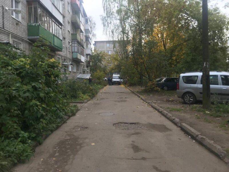 В Твери во дворе дома водитель сбил пожилого пешехода