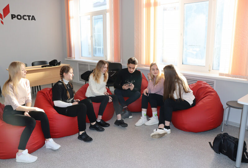 До 2025 года в сельских школах Тверской области создадут 353 центра образования «Точка роста»