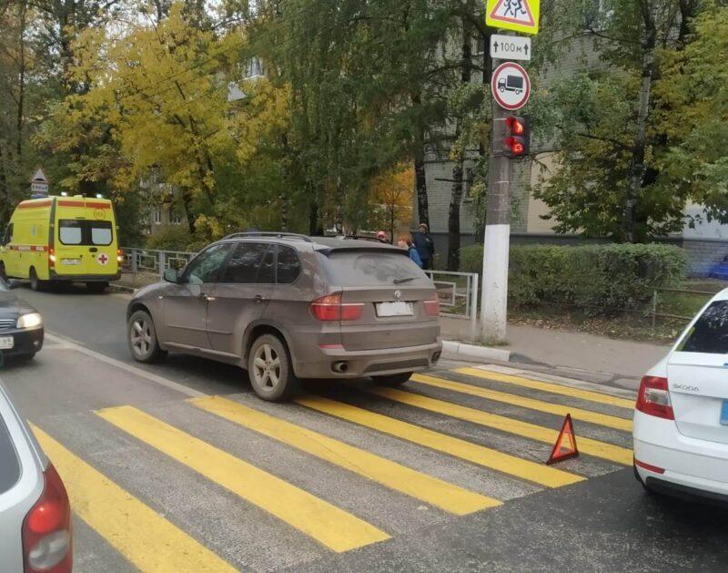 В Твери автомобиль BMW сбил женщину на пешеходном переходе