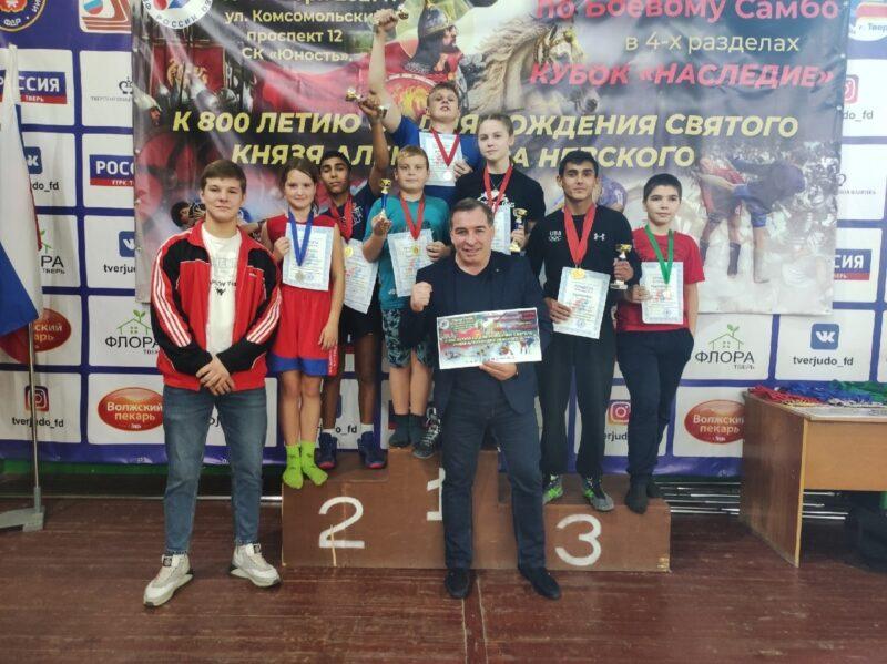 На межрегиональном турнире по боевому самбо победили борцы из Конаковского района