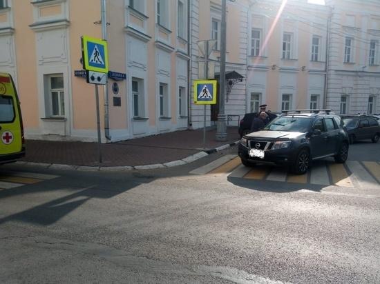 В центре Твери иномарка сбила мужчину прямо на пешеходном переходе