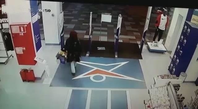 В Твери женщина украла дорогую куртку и продала ее в три раза дешевле