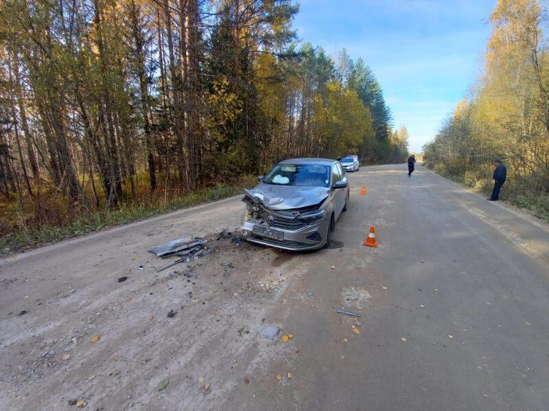 В Тверской области пенсионер на иномарке не рассмотрел лесовоз